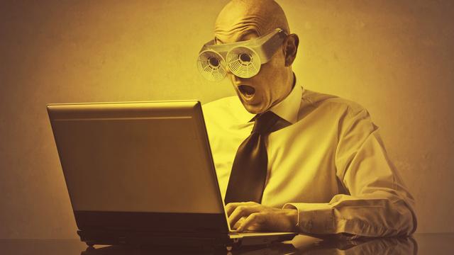 lunettes sur ordinateur