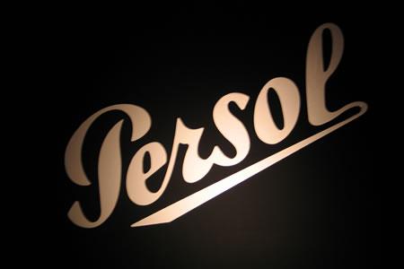 Logo Persol Doré sur fond noir