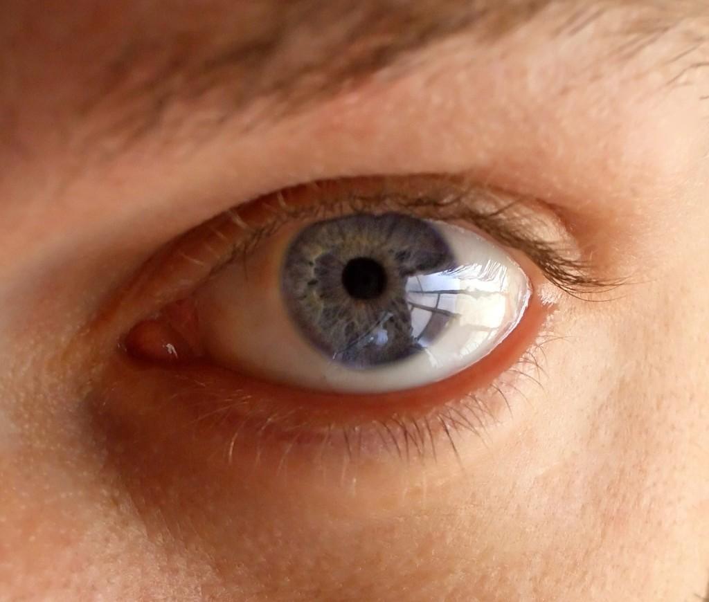 Homme aux yeux bleus