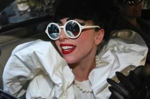 Lady Gaga et ses lunettes Sunettes