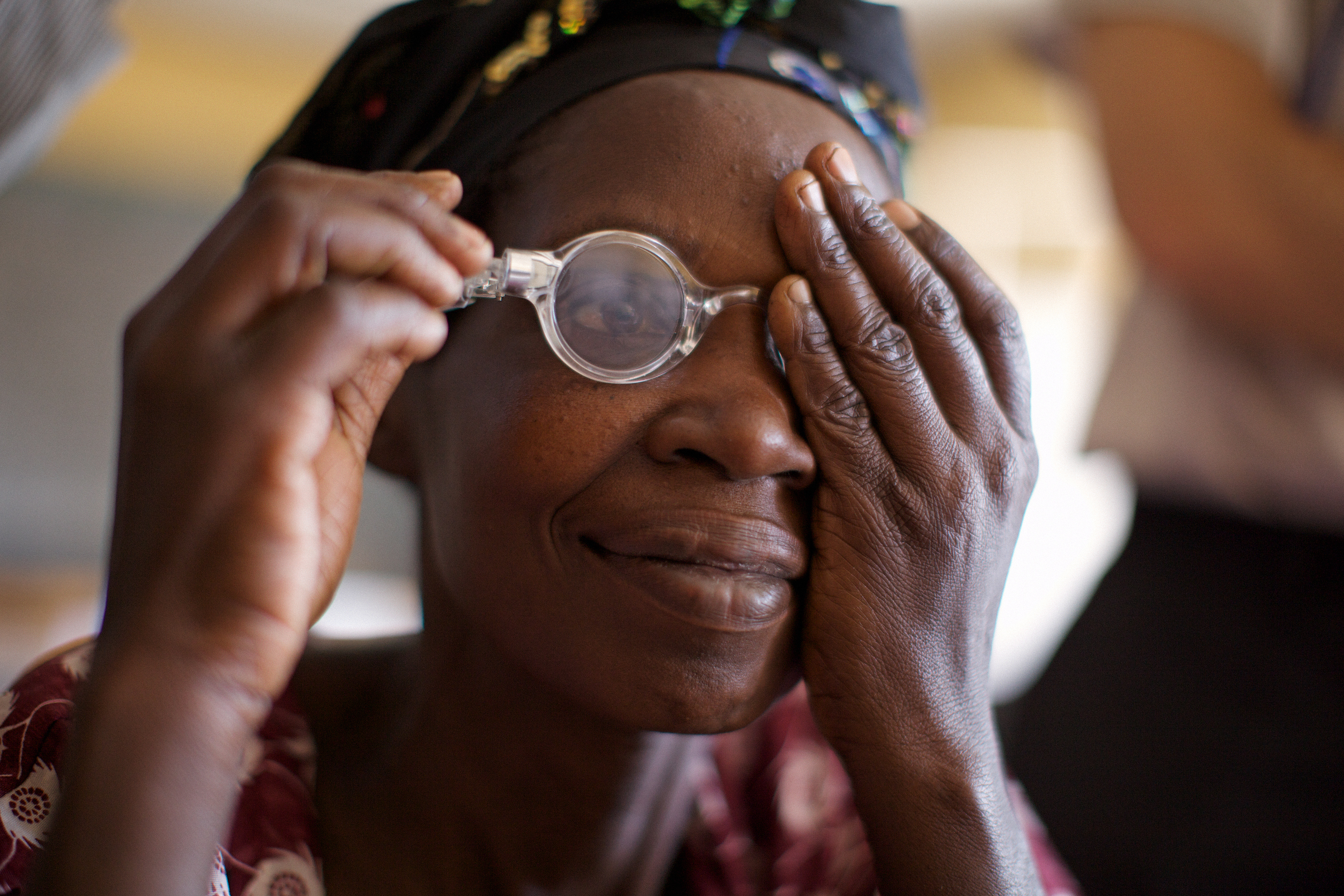 adlens et son programme buy one give one au Rwanda